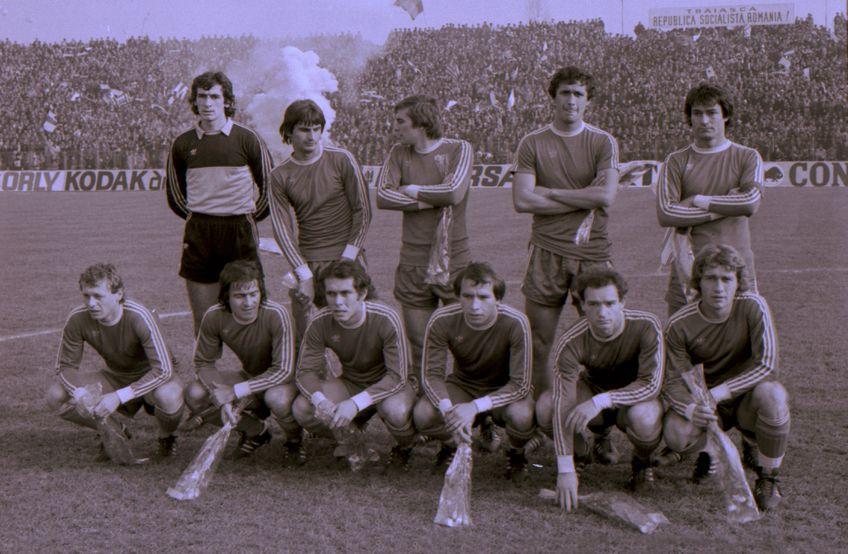 """Primul """"11"""" la 2-0 cu Bordeaux, pe 8 decembrie '82: Lung, Irimescu, Tilihoi, Cămătaru, Ștefănescu (sus), Balaci, Negrilă, Crișan, Țicleanu, Ungureanu, Donose"""