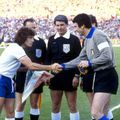 O fotografie de colecție, veche de peste 40 de ani. Rainea între două legende: Kevin Keegan și Dino Zoff, în meciul Anglia - Italia 0-1, de la CE 1980