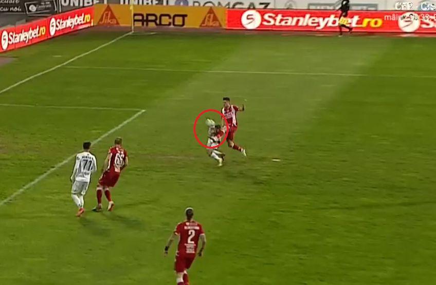 În minutul 3 al meciului Gaz Metan - Dinamo, medieșenii ar fi trebuit să primească un penalty.
