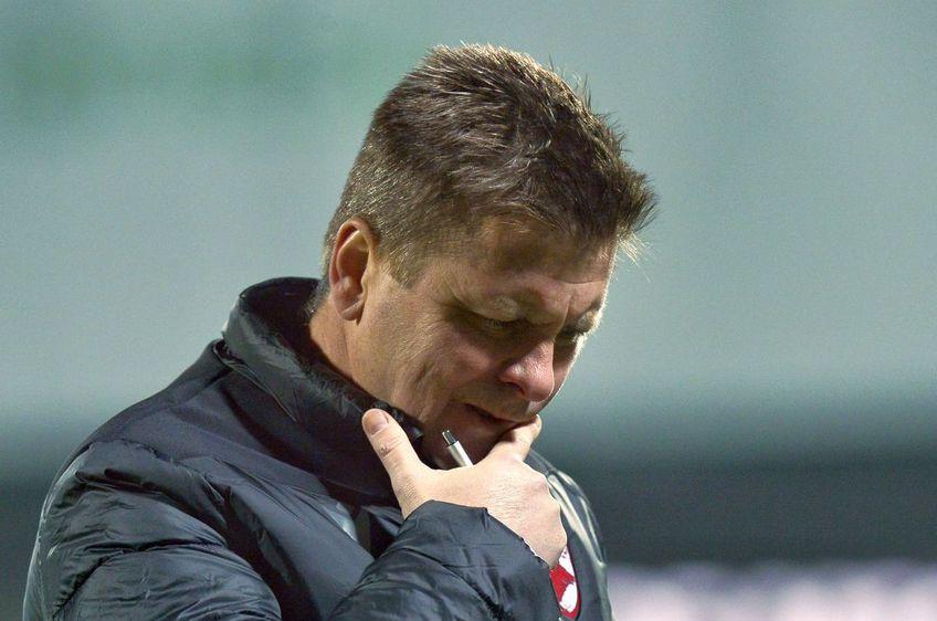 """Gaz Metan a învins-o pe Dinamo, scor 4-1. Dusan Uhrin, antrenorul """"câinilor"""", nu a găsit explicații pentru jocul dezastruos al echipei sale."""