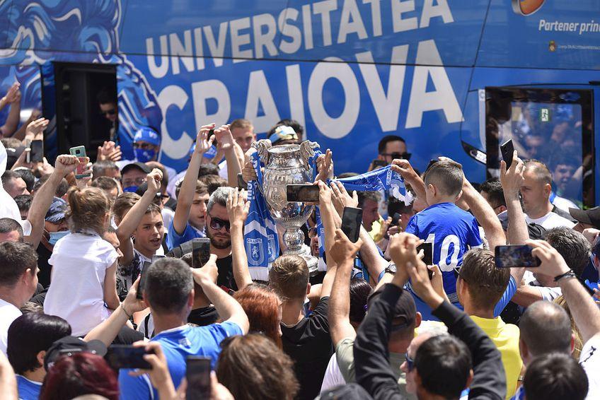 Fanii CSU Craiova s-au strâns în centru pentru a sărbători Cupa României!