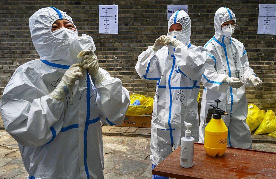 Oameni care luptă împotriva virusului la Beijing, foto: Guliver/gettyimages