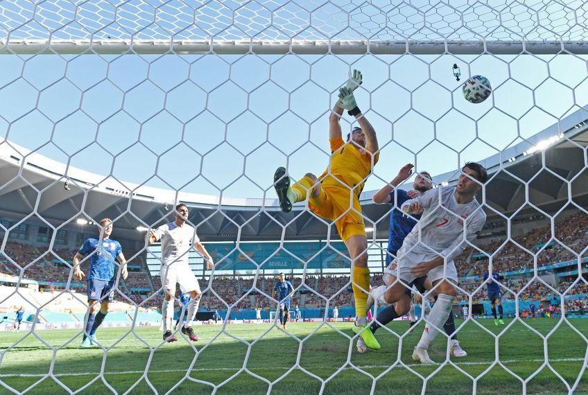 EURO 2020. În minutul 30 al meciului Slovacia - Spania, portarul Martin Dubravka (32 de ani) și-a introdus mingea în proprie poartă într-un mod hilar.