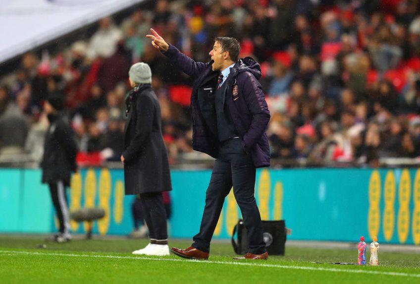 Antrenorul Phil Neville, fostul coleg al lui David Beckham la Manchester United, riscă să fie demis