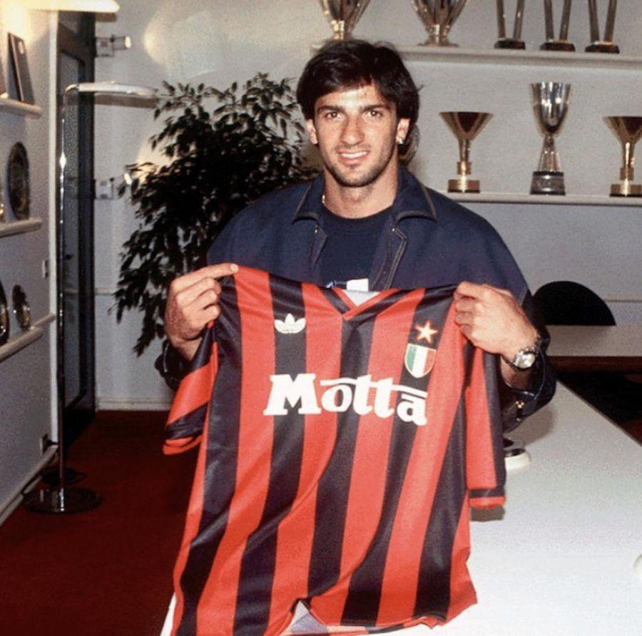 Lentini, în momentul în care a semnat cu AC Milan