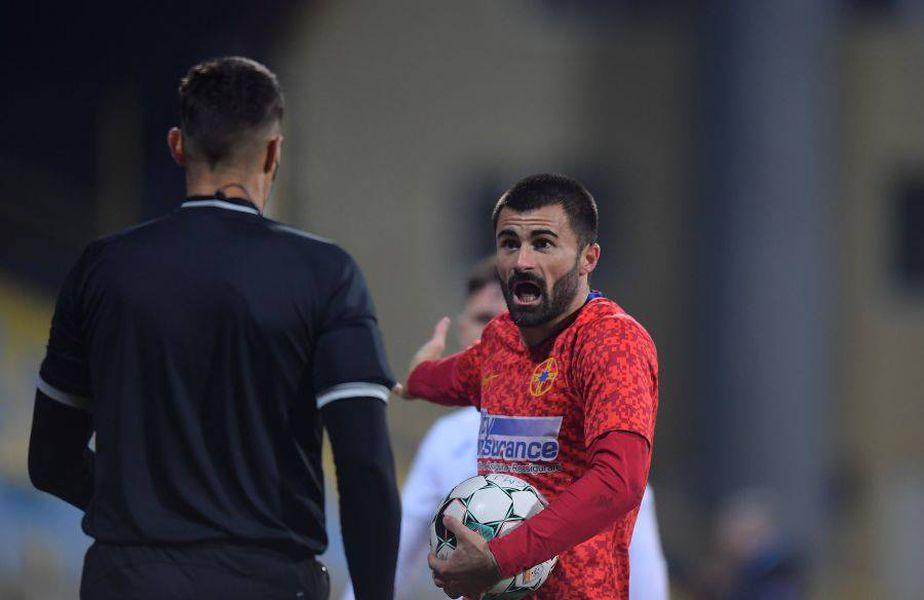 Valentin Crețu (31 de ani), fundaș stânga, a avut o ieșire nervoasă în minutul 5 al partidei Gaz Metan - FCSB // Captură: Digi Sport