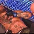 Conor McGregor a terminat la podea lupta cu Dustin Poirier
