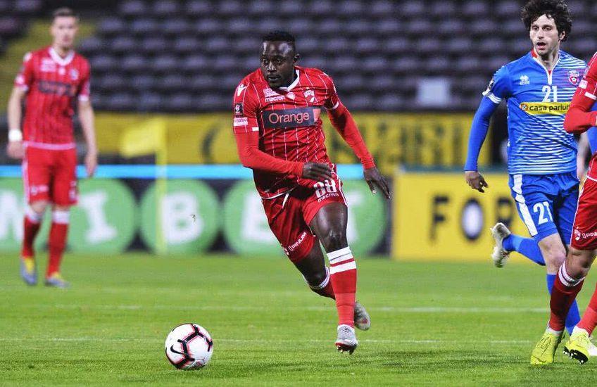 Nigerianul Simon Zenke (32 de ani), fost mijlocaș la Dinamo, și-a găsit echipă după un an și jumătate de pauză. S-a înțeles cu Menemenspor, divizionară secundă din Turcia.