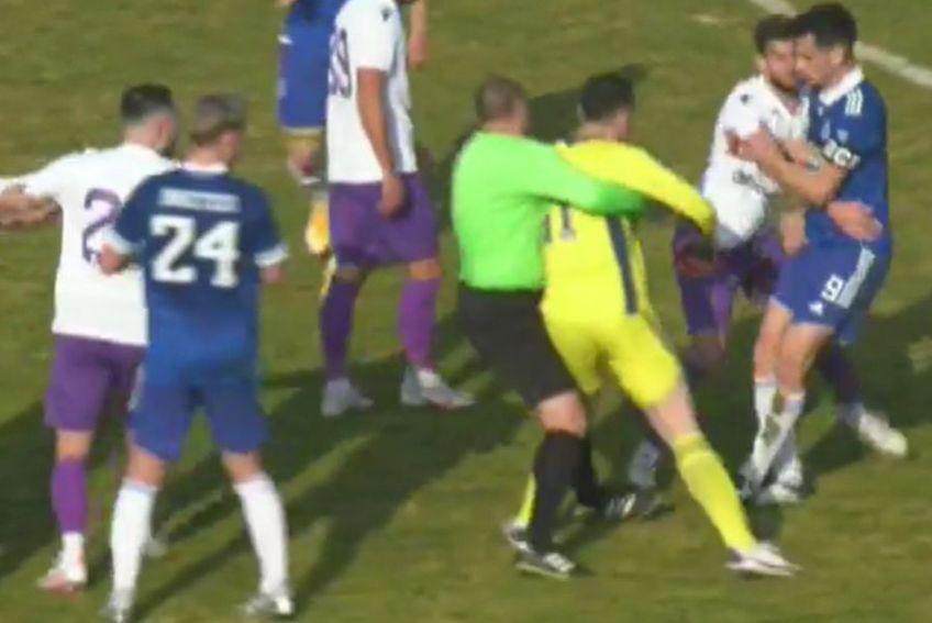 FC Argeș și FC U Craiova 1948 au disputat astăzi un amical pe terenul argeșenilor. Duelul, câștigat de olteni, scor 2-0, a produs și un moment tensionat.