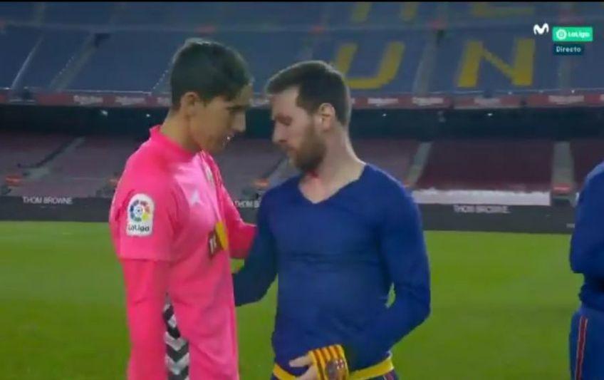 """La finalul meciului Barcelona - Elche 3-0, portarul oaspeților, Edgar Badia, i-a cerut tricoul lui Leo Messi, autorul unei """"duble"""" pe Camp Nou."""