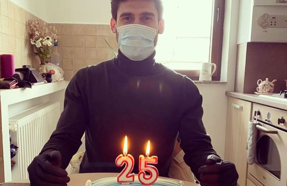 Robert Hodorogea a primit un tort inedit cu ocazia împlinirii a 25 de ani