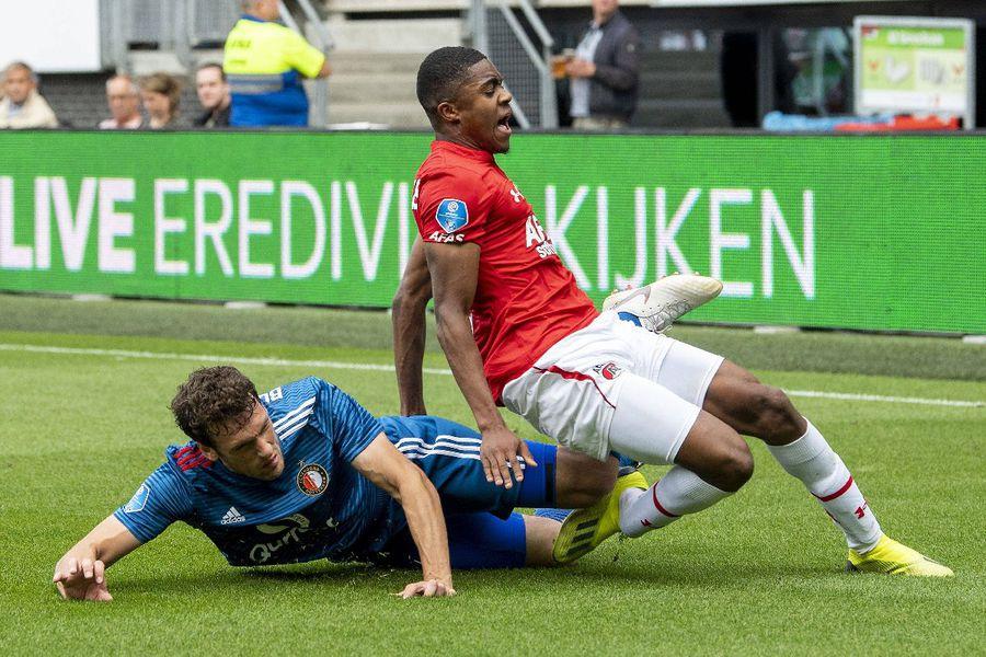 În acest duel teribil i s-a rupt glezna lui Boadu la Alkmaar FOTO Imago