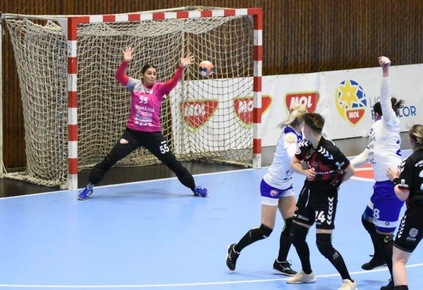 Portarul Tamara Popovici, cea mai bună jucătoare a Daciei Mioveni FOTO: CS Dacia Mioveni 2012