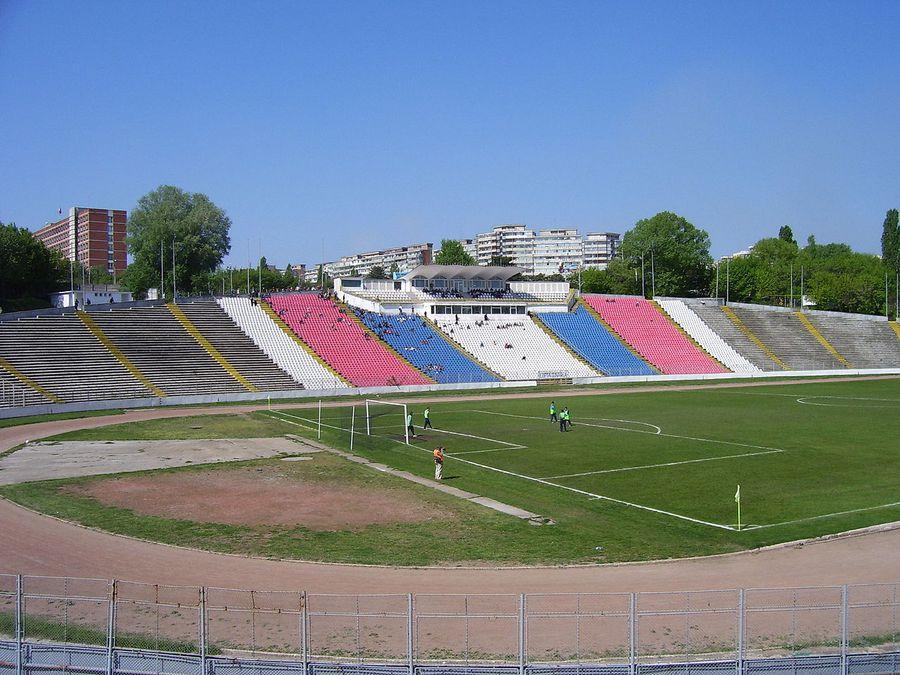 Tragedie pe stadion, în Galați » Un copil de 10 ani a murit după ce o bucată de beton s-a prăbușit peste el!