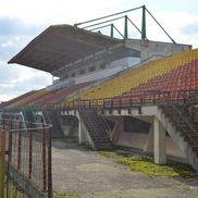 Tribuna I a stadionului din Scornicești a ajuns doar o ruină FOTO: Vlad Nedelea