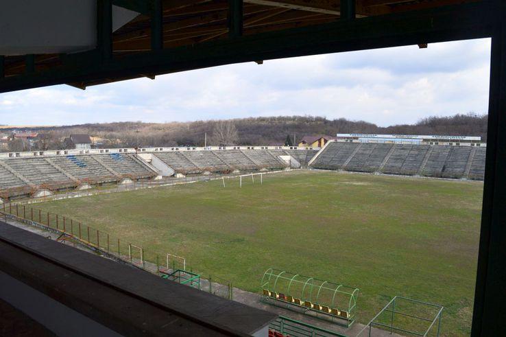Aceasta e imaginea pe care o aveau vedetele ce călcau la tribuna oficială a stadionului  FOTO: Vlad Nedelea