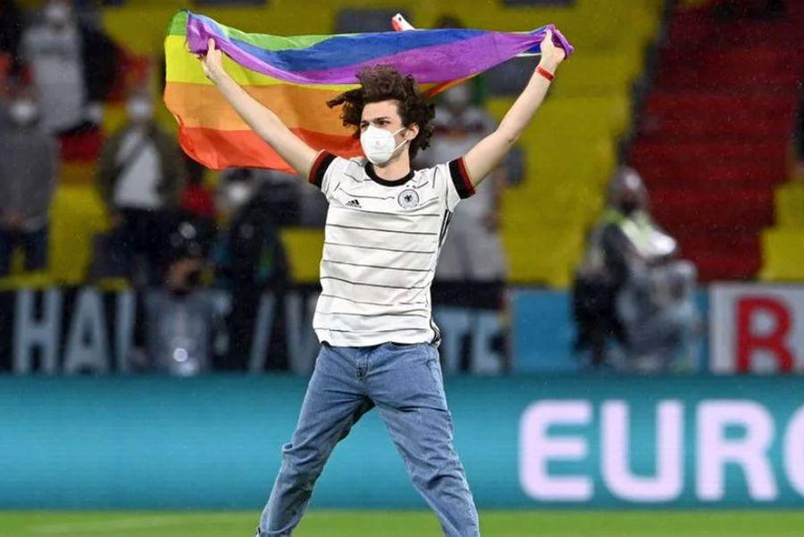Germania s-a aprins în culorile LGBT! Imagini surprinse în timpul meciului cu Ungaria