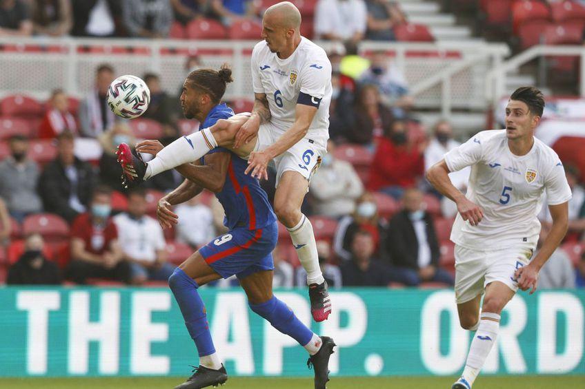 Vlad Chiricheș a comis un penalty în ultimul meci al României, 0-1 cu Anglia // foto: Imago