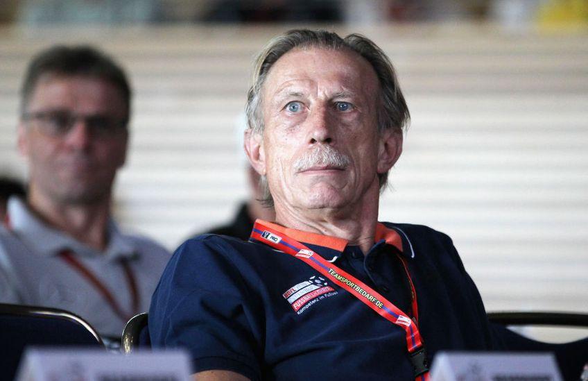 Antrenorul german Christoph Daum (67 de ani) a căzut la mijloc în atacul lansat de Anghel Iordănescu (71) împotriva lui Mircea Lucescu (75)