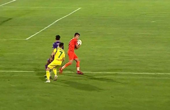 FOTO Fază rară în fotbal! Gafă uriașă făcută de portarul împrumutat de FCSB în Liga 2