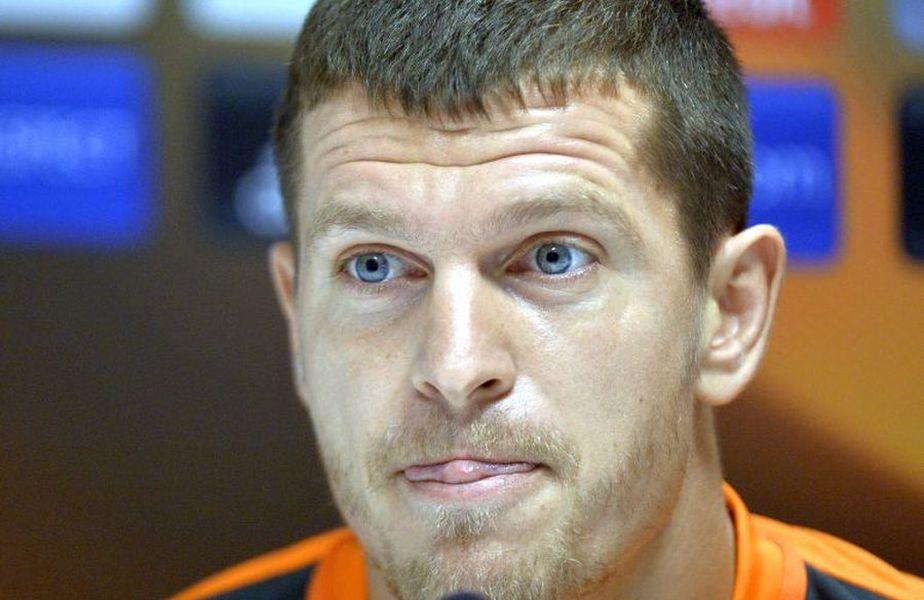 Alex Bourceanu, fostul campion cu FCSB, și-a ajutat soția, pe Adina, să se tundă la 0 în pandemie.