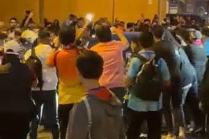 Imagini șocante după Barcelona - Real » Koeman, atacat de fanii catalanilor! Prima reacție