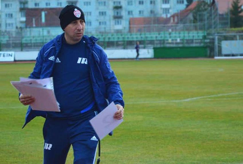 La 47 de ani, Robert Ilyes nu e doar secundul lui Leo Grozavu la Sepsi. Mai evoluează din când în când pentru echipa a doua a clubului în Liga a 3-a, reușind chiar să înscrie în acest sezon.