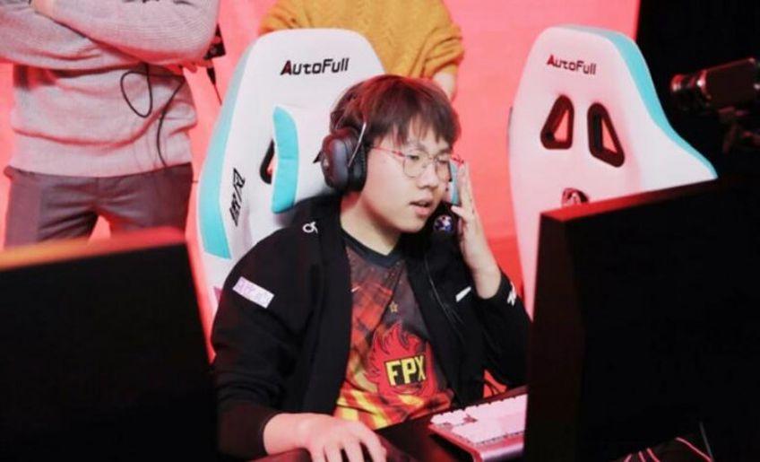 """Zhou """"Bo"""" Yang-Bo, jucătorul de League of Legends, ar fi mărturisit că a fost forțat de mafia pariurilor să trucheze meciuri."""