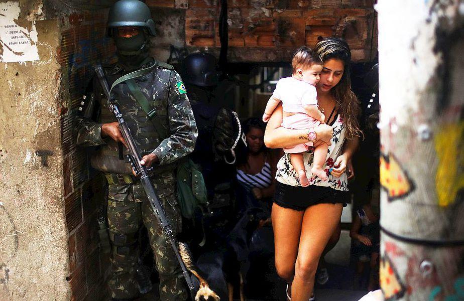 Armata e chemată adesea să facă ordine în favelele din Rio de Janeiro, foto: Guliver/gettyimages