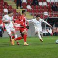 Valentin Costache (la minge) și Gabriel Debeljuh (primul din stânga), la UTA - CFR Cluj // foto: Imago