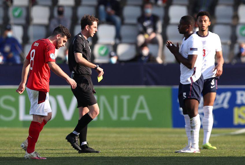 Anglia U21, selecționata lui Aidy Boothroyd, a pierdut, scor 0-1, meciul de debut de la acest Campionat European U21, contra reprezentativei Elveției U21, deși mulți o vedeau printre favoritele la câștigarea turneului din Slovenia și Ungaria