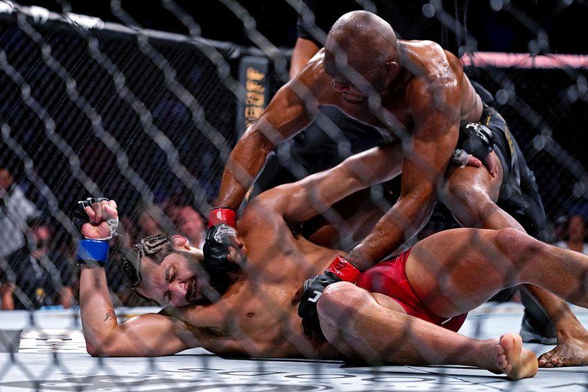 Kamaru Usman l-a făcut KO pe Jorge Masvidal // FOTO: Reuters