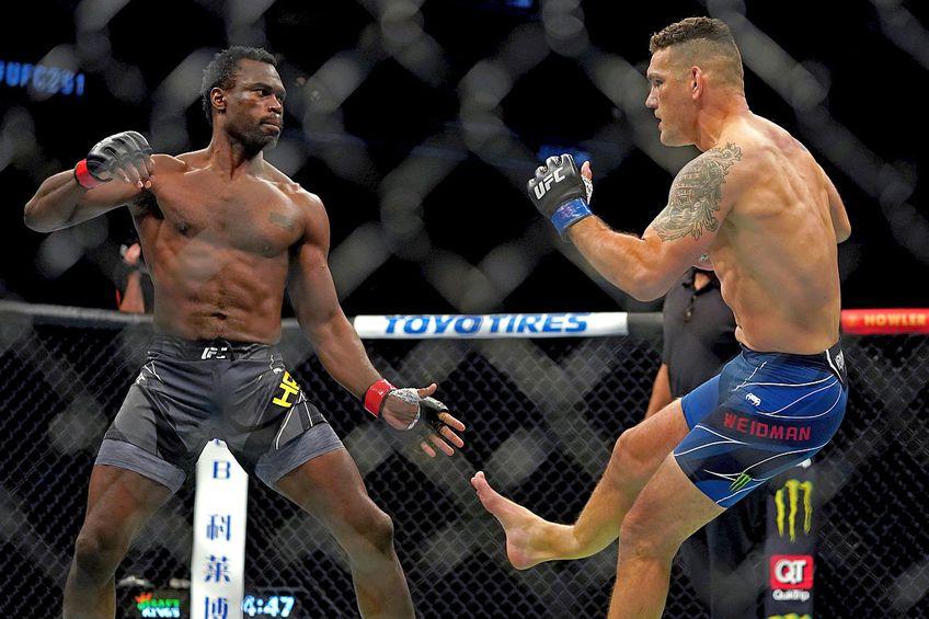 Chris Weidman, accidentare horror în gala UFC 261 // FOTO: Reuters
