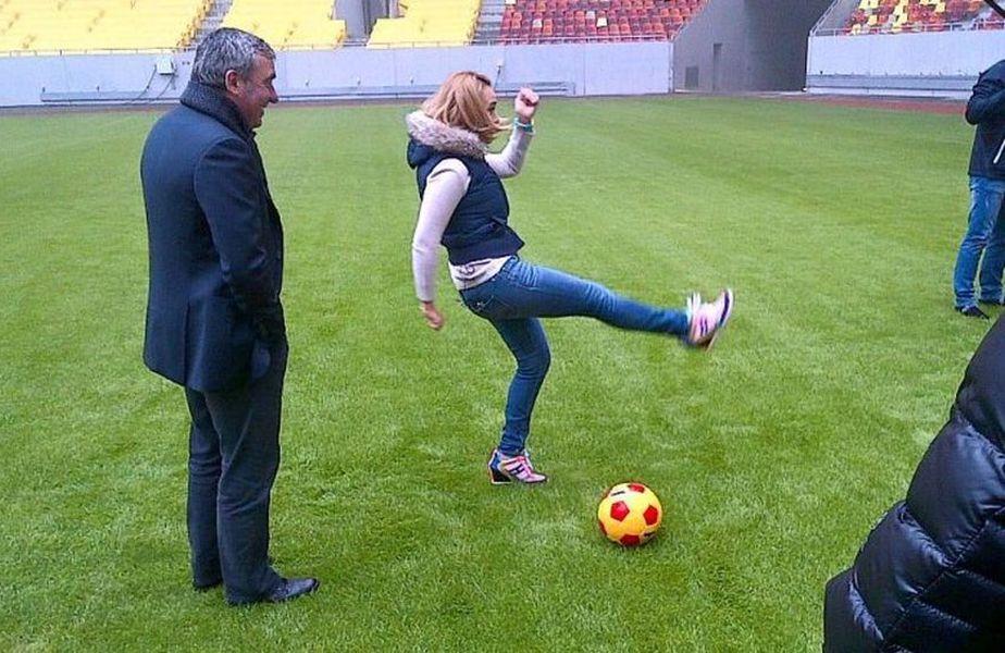 Andreea Esca și Gică Hagi, în timpul unui interviu din 2015 // Sursă foto: Captură YouTube