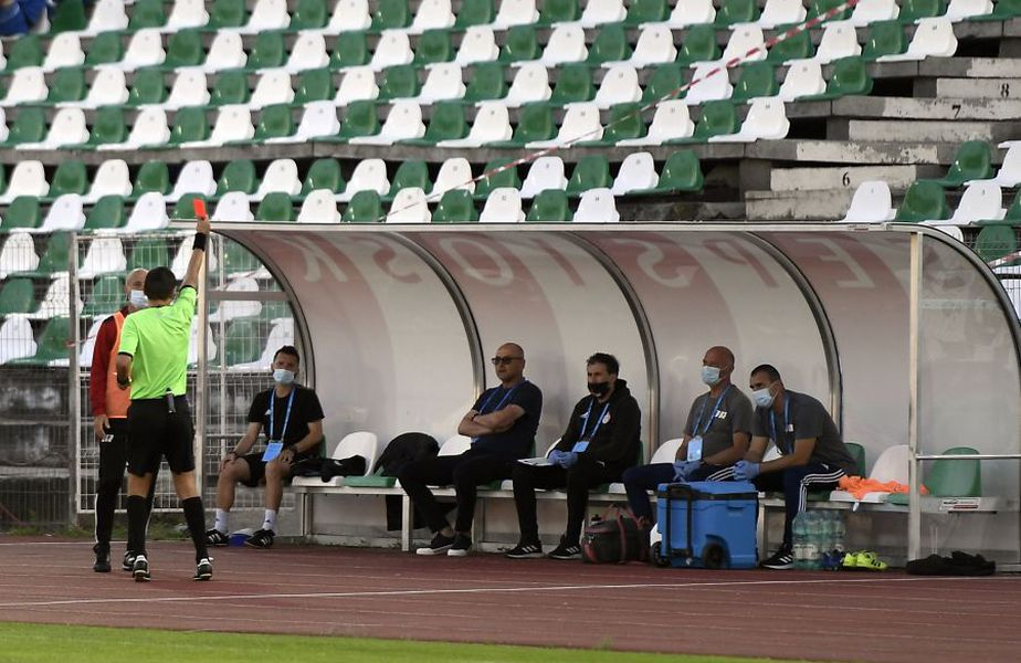 Hațegan l-a trimis în tribună pe Grozavu FOTO: Bogdan Bălaș