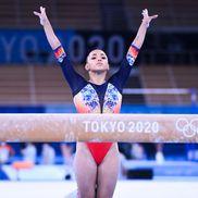 Larisa Iordache, la bârnă (foto: Raed Krishan - Tokyo)