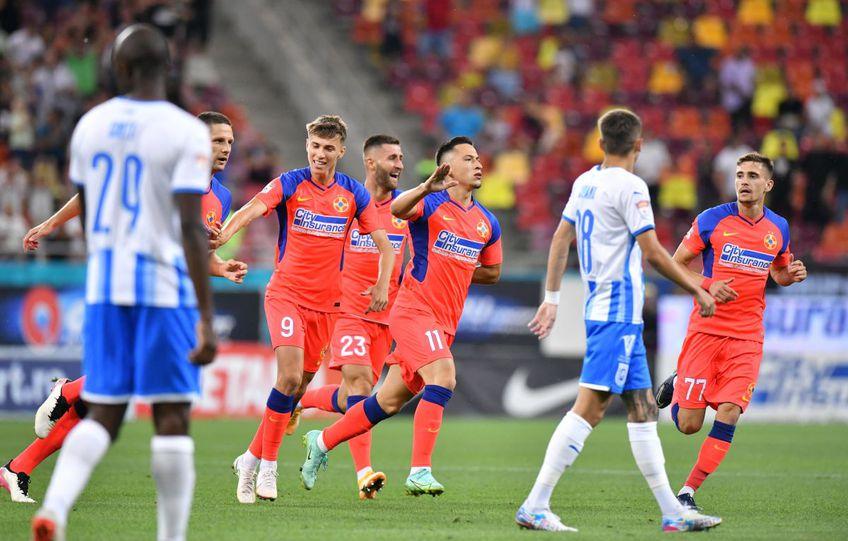 Laurențiu Reghecampf (46 de ani) urmărește derby-ul dintre FCSB și CS Universitatea Craiova din loja lui Gigi Becali (63 de ani).