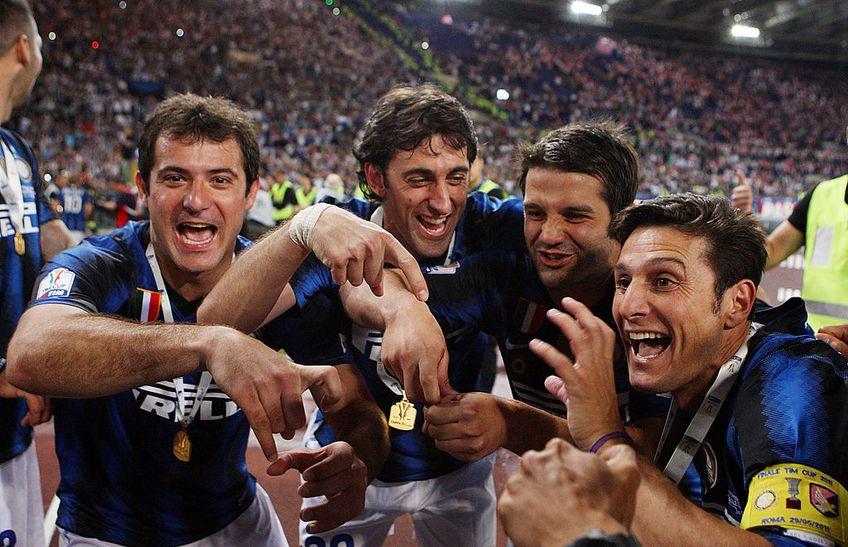 Stankovic, Milito, Chivu și Zanetti, sărbătorind triumful din Cupa Italiei, în 2011