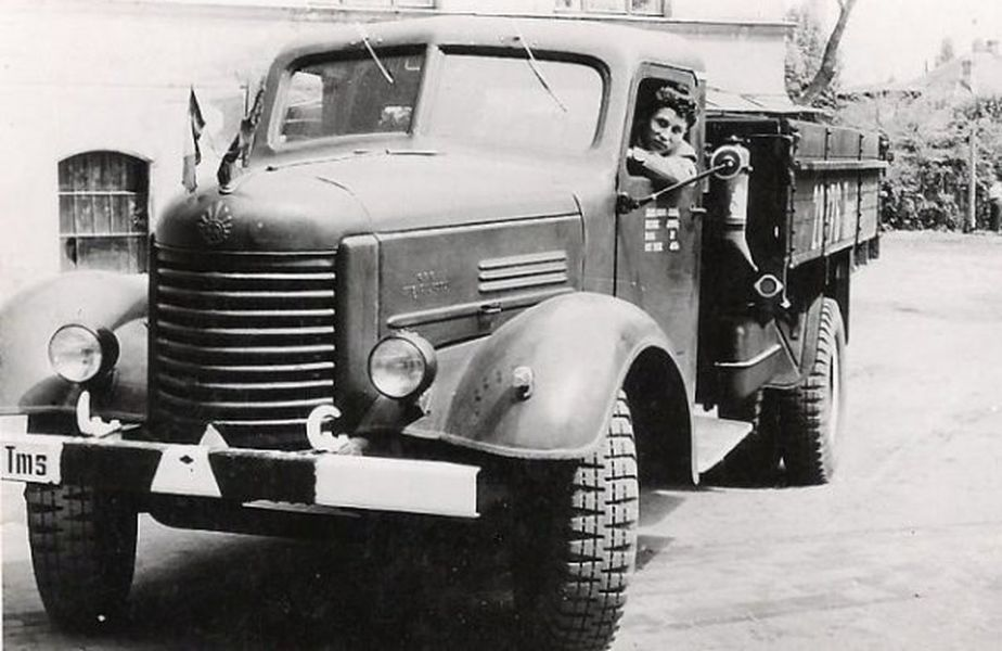 Așa arătau camioanele în anii '50, când Țiriac lucra la Steagul Roșu, foto: bzi.ro