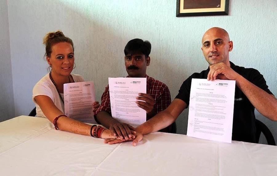 Rufo Collado, la semnarea actelor privind deschiderea unei academii în India. Nu există nicio informație ulterioară despre demararea proiectului