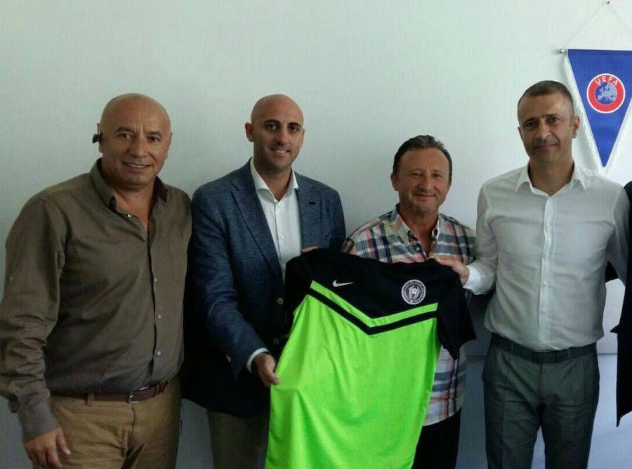 Țicleanu, Rufo Collado, Corneliu Emil Șocarici și Gabriel Bodescu. Tricoul este al echipei Progress R1, înființată de compania lui Collado