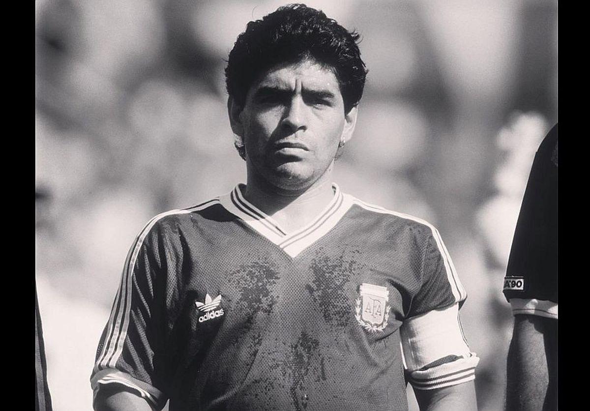 Tragedie imensă în lumea fotbalului: l-am pierdut pe D10S! Diego Maradona a murit!