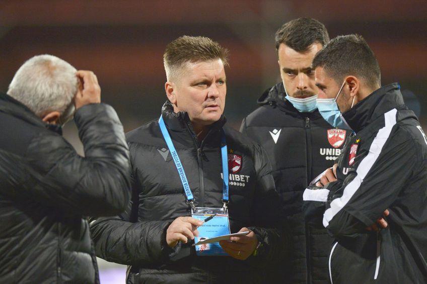 Eșecul de la Mediaș, 1-4, nu constituie un accident, el ilustrează exact situația în care se găsesc jucătorii lui Dinamo: neantrenați, fără chef și cu un program de amatori, ei mai au doar teoretic șanse să evite retrogradarea.