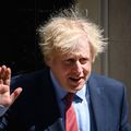 Gary Lineker, fostul mare fotbalist englez, l-a criticat pe prim-ministrul Boris Johnson, care îl proteja pe consilierul său ce încălcase regulile de izolare.