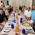Roberto Carlos, fostul mare fotbalist brazilian, în prezent oficialul lui Real Madrid, a publicat o poză pe Instagram în care sunt prezente nume mari ale fotbalului, între care și românul Cosmin Olăroiu.