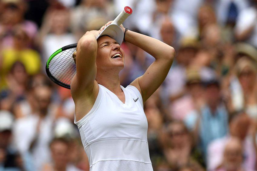 Simona Halep, sărbătorind triumful de la Wimbledon 2019
