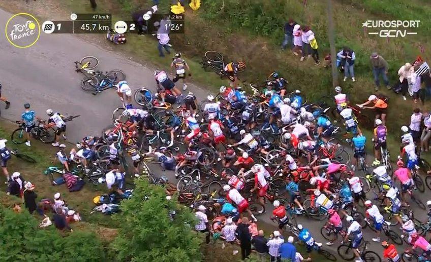 Prima etapă din Turul Franței a fost câștigată de francezul Julian Alaphilippe (29 de ani). Evenimentul a fost marcat însă de două accidente generale.
