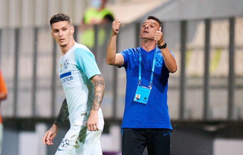 Anton Petrea (45 de ani), noul antrenor al FCSB, a explicat înlocuirea lui Adrian Petre (22) imediat după pauza meciului de la Mediaș pomenind despre oboseala atacantului.  Camerele TV arată altceva