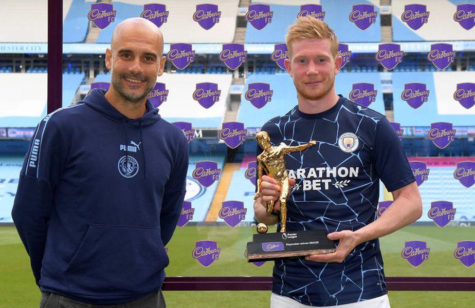 Kevin De Bruyne, playmaker-ul sezonului în Premier League, alături de antrenorul Pep Guardiola // foto: Guliver/gettyimages