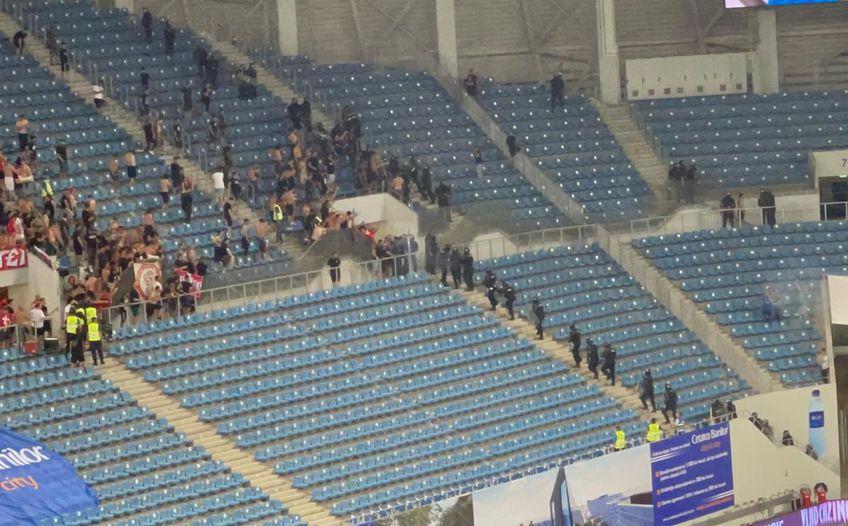 """Incidente pe """"Ion Oblemenco"""" la pauza meciului FCU Craiova - Dinamo."""